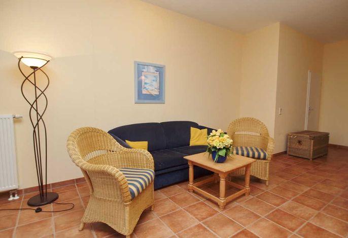 Wohnzimmer mit TV und Terrasse