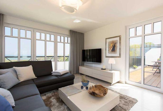 Wohnbereich mit Seeblick und Flachbild-TV