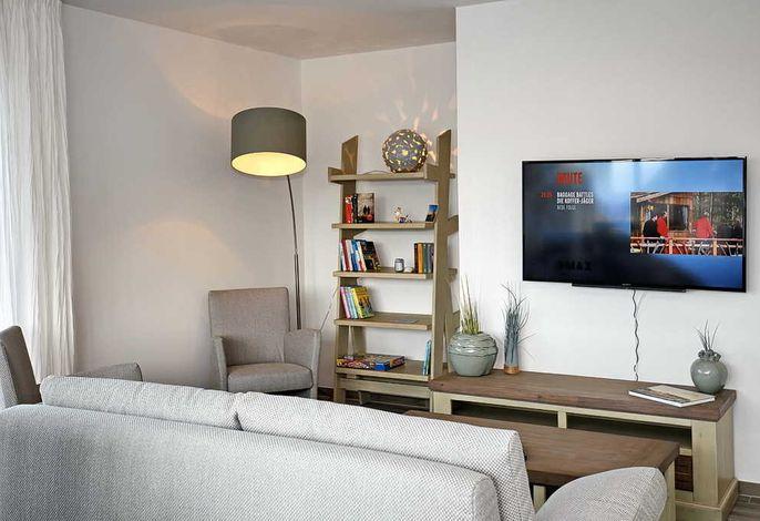 Wohnbereich nit Sofa, Leseecke und Flachbild-TV