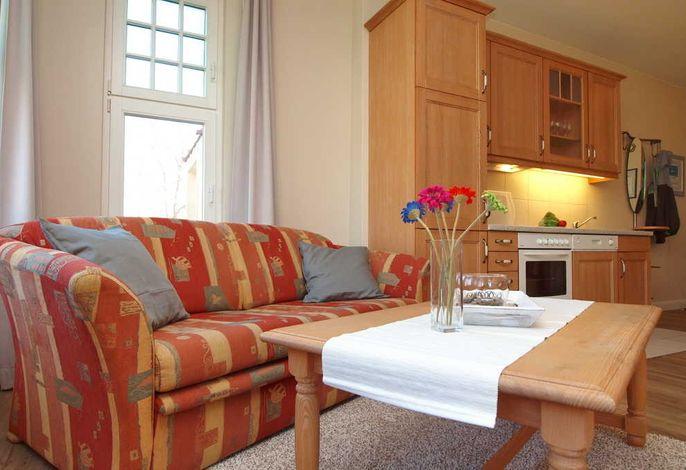 Blick vom Wohnbereich in die Küche