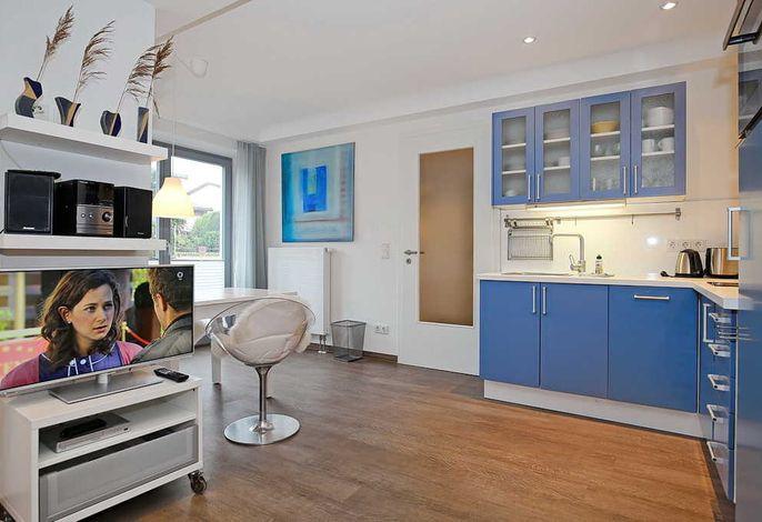 Blick in die Küchenzeile / Essbereich