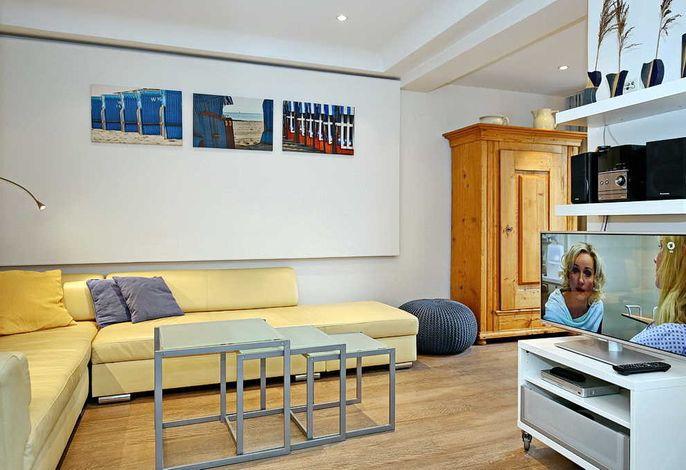 Wohnbereich mit Eckcouch und Flachbild-TV