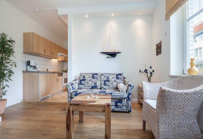 Wohnbereich mit Blick zur Küche