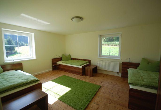 2.Schlafzimmer mit 3 Betten