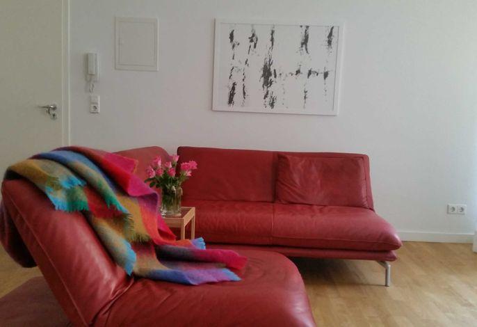 Der Eichenholzparkettboden, klares, klassisches  Design und gute Kunst von Künstlern aus der Region ssetzen die Akzente in der Wohnung. setzen die akzente in der Wohnung.