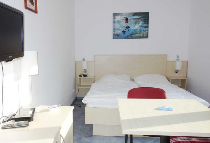 Doppelzimmer mit kleiner Pantry Küche und Bad
