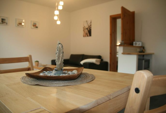Esstisch in der Wohnküche, Hochstuhl leihbar