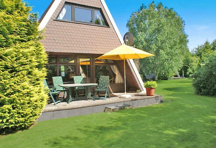 Zeltdachhaus mit sonniger Terrasse