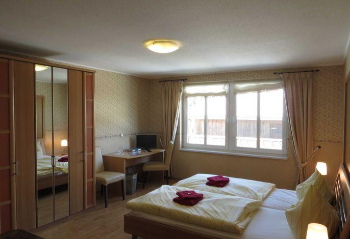 Doppelzimmer mit einem Bett