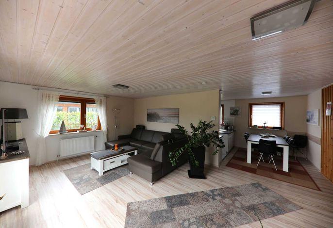 Kombi. Wohn-/Esszimmer mit Küchenzeile