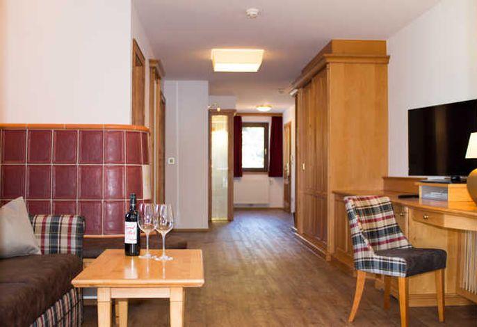 Wohnbereich in der Komfortsuite Tyrol