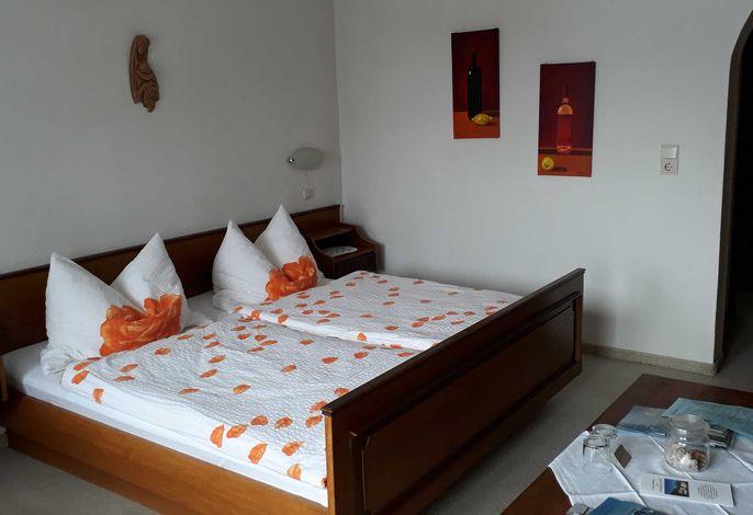 Zimmer Nr. 9 DZ mit Balkon Doppelbett