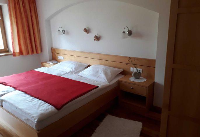 DZ neu max 2 P (Typ A) Bett mit Rundbogen mit Engeln verziert