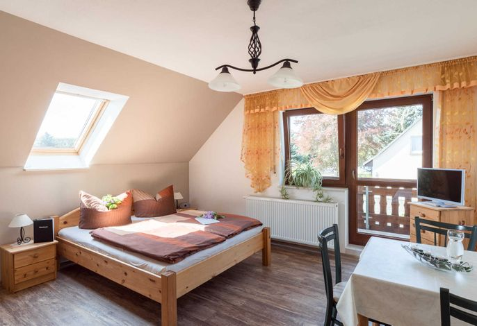 komb. schla./Wohnraum mit dem Doppelbett