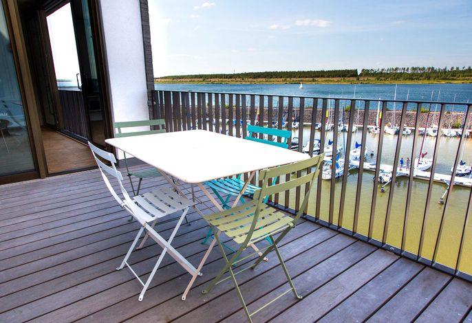 Beispielbild, Balkon mit Ausblick