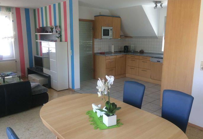 Wohnbereich mit Küche und Fernseheck