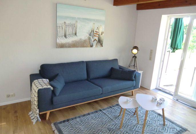 Gemütlicher Wohnbereich mit direktem Zugang zur Terrasse