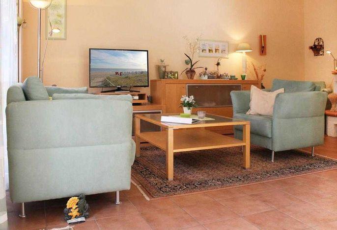 Residenz am Teich Whg.4 - Blick auf den gemütlichen Wohnbereich mit TV