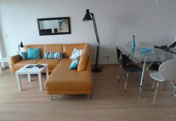 Wohnzimmer mit Ledersofa