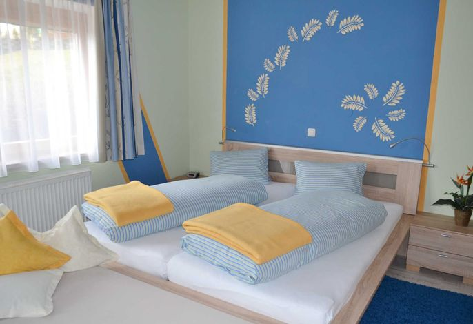 Appartement 1, gemütliches Schlafzimmer migt Zusatzbett