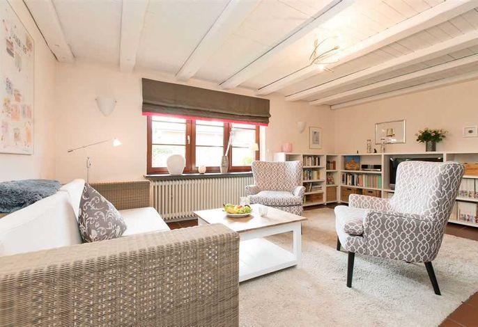 Blick in Ihr geräumiges Wohnzimmer der Villa Kinka in der Mittelstr. 10, in Westerland