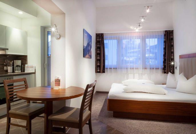 Gemütliches 1-Zimmer Apartment mit Doppelbett, Küchenzeile und kleiner Essecke