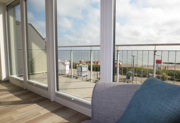 Genießen Sie den Ausblick vom Sofa auf die Ostsee.