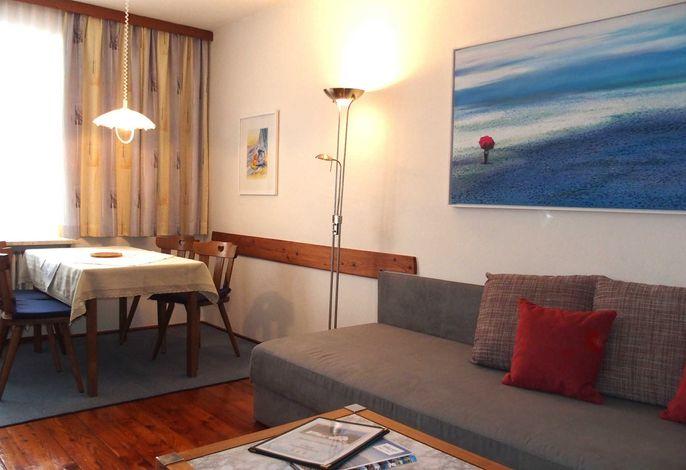 Wohnung 3 Wohnzimmer mit Essecke