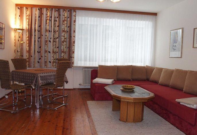 Wohung 2 Wohnzimmer mit Essecke