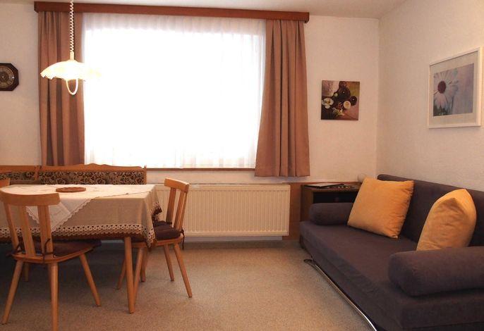 Wohnung 4 Wohnzimmer mit Essecke