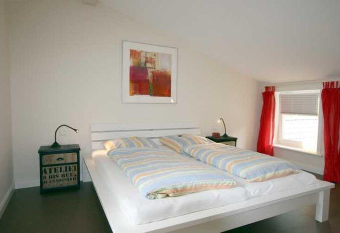 Schlafzimmer im OG mit Doppelbett