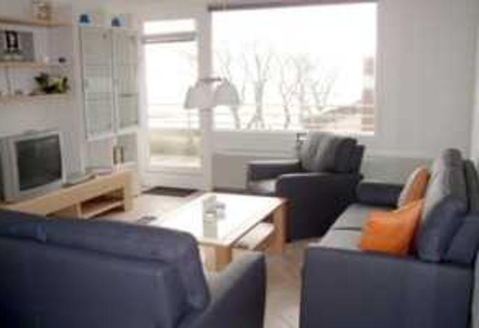 Wohnzimmer mit sehr großem Südbalkon und Meerblick