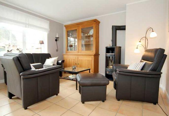 Sitzecke im Wohnzimmer mit Kaminofen