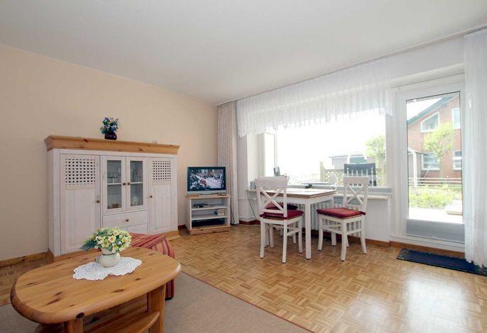 Helles, freundliches Wohnzimmer mit Flat TV