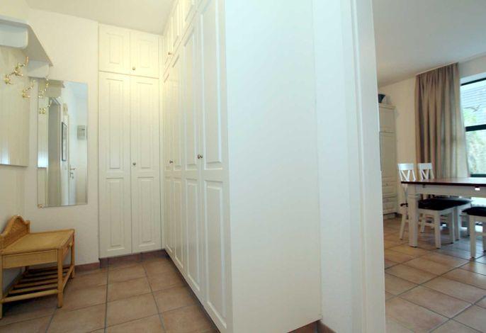 Flurbereich der Wohnung mit Garderobe