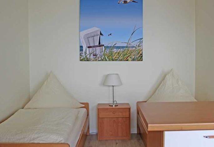 Wohn- Schlafraum mit zwei Einzelbetten