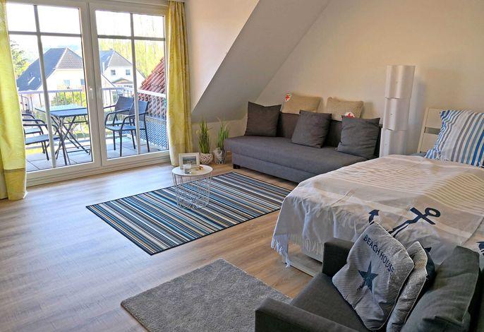 Wohn- Schlafzimmer Nr.1 mit Blick in Richtung Balkon