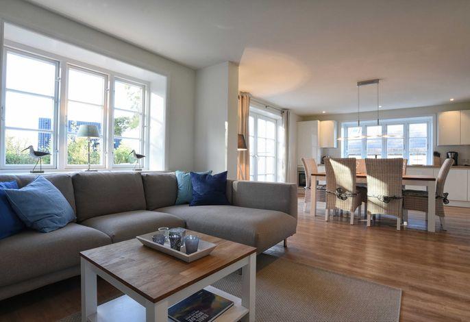 Genießen Sie Ihren Urlaub im Wohn- und Esszimmer mit offener Küche.