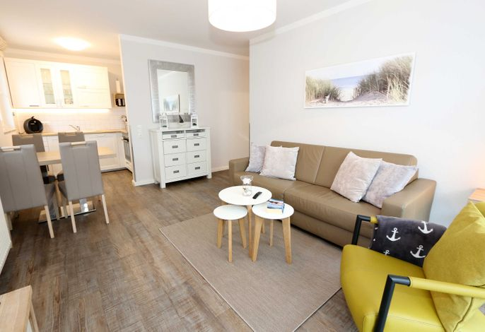 Wohnbreich mit moderner Couch