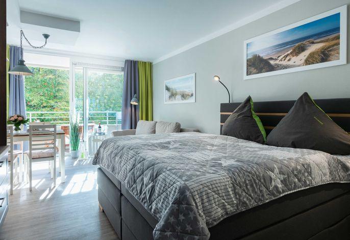 Wohn-/ Schlafbereich mit Balkon