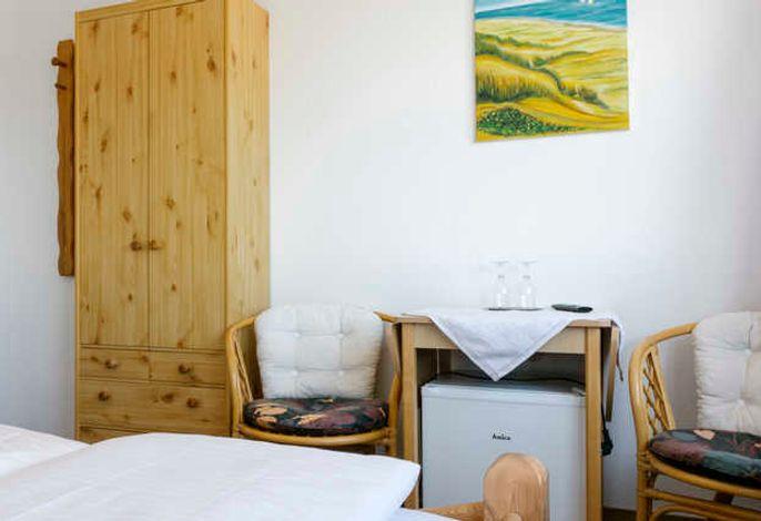 Ein komfortables aber günstiges Zimmer mit Dusche/WC, Minbar und kostenlosem W-LAN. Gelegen ist es zur Oberland-Seite.