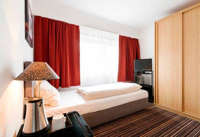 Für den einzelreisenden Gast ein komfortables aber günstiges Zimmer mit Dusche/WC, Minbar und kostenlosem W-LAN. Gelegen ist es zur Oberland-Seite.