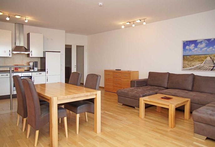 Wohnzimmer mit gemütlicher Sitzecke und Essplatz