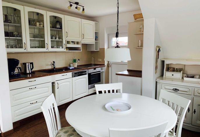 Küche/Essbereich mit Zugang zu 1. Balkon